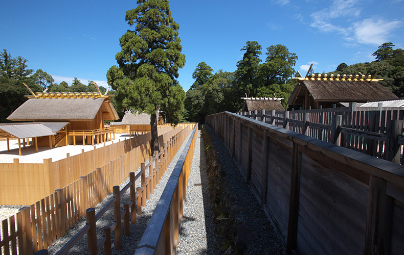 The old shrine and the new at Ise Jingu: Shikinen Sengu comparison.